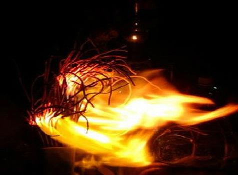 bát nhang bốc cháy là điềm báo gì