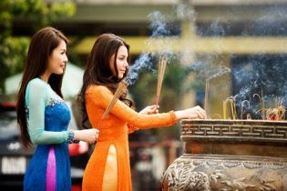 Văn khấn cầu duyên tại đền chùa cực chuẩn
