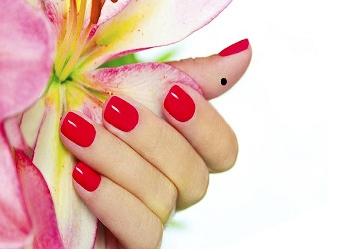 Xem bói nốt ruồi ở bàn tay phụ nữ