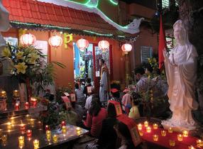 Lễ dâng sao giải hạn đầu năm tiến hành ở chùa hay ở nhà linh nghiệm?