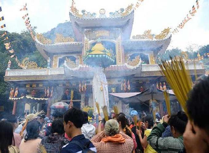 Lễ chùa Rằm tháng Giêng là nét đẹp trong phong tục văn hóa truyền thống người dân Việt. Tuy nhiên, khi đi lễ chùa Rằm tháng Giêng tuyệt đối không nên cầu khấn những điều này.