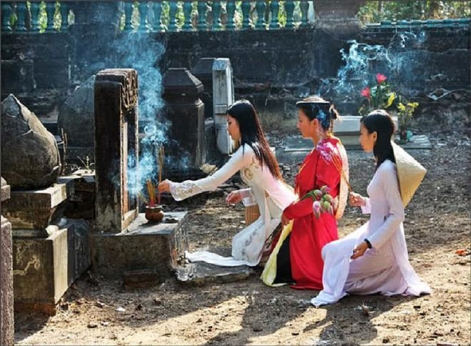 Có nên để phụ nữ mang thai đi tảo mộ tiết Thanh Minh?
